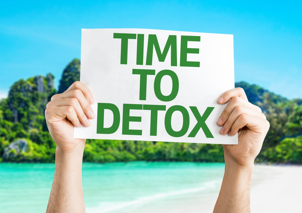 Hands holding a sign that says Time To Detox