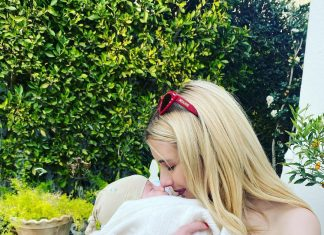 meet-rhodes!-emma-roberts-shows-her-son's-face-for-1st-time